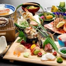 お刺身5種やあわび、伊勢エビの鬼殻焼など、海の幸満載グルメ(写真一例)