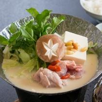 静岡美味鶏の豆乳鍋(一例)