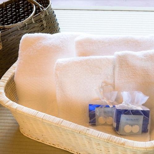 大浴場へはお部屋備え付けのタオルを持ってお出かけください