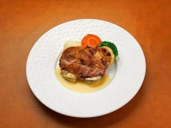 脂の甘みと肉質にこだわったブランド豚:甲州乳酸菌豚クリスタルポークのソテー