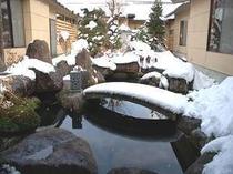 10. 雪を纏った中庭