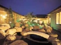 27. 石庭「岩清水」ライトアップされた中庭はひときわ美しい