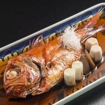金目鯛の丸煮付け、付け合せのお野菜も絶品!タレは白飯にも合います♪