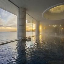 季節により夕陽を眺めながら入浴できます(男性大浴場)