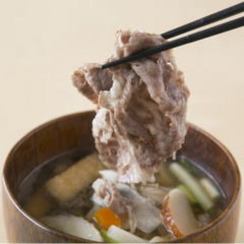 お肉と野菜がたっぷり入った伊賀牛の牛汁