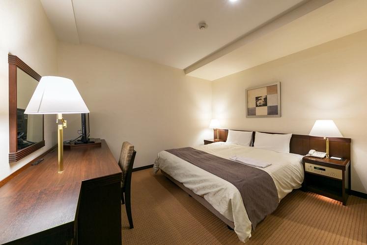 ダブルルーム一例 20.7平米/幅160センチのクイーンサイズベッド