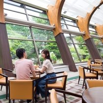 チェックイン前や滞在中の寛ぎにカフェドリンクをお愉しみ下さい。