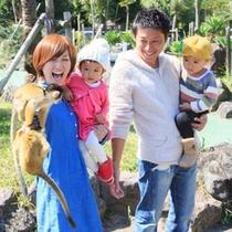 伊豆シャボテン動物公園でリスザルと♪