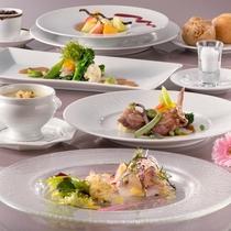 スタンダード:素材の良さに拘った肉料理・魚料理をお楽しみいただくオーソドックスなフレンチコースです。
