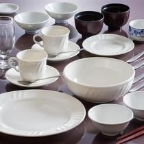 キッチン付のお部屋には長期滞在用の食器類をご用意しております。