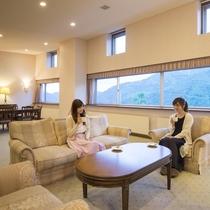 幅の広い窓から安曇野の雄大な景色をお楽しみ頂けます。
