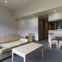 ツインタイプにリビングスペースがついた、ゆったり間取りのお部屋です。