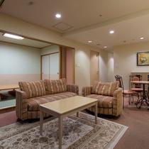 広々としたリビングスペースと和室があるモダンファミリーはご家族に人気のお部屋です。
