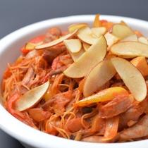 信州B級グルメ「安曇野林檎ナポリタン」酸味と甘みの絶妙なハーモニーを是非ご賞味ください。