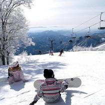 【サンアルピナ鹿島槍スキー場】キーンと冷えたゲレンデでは霧氷がお出迎え♪