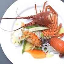 夕食は旅の大きな楽しみのひとつ。 安曇野の旬の食材をふんだんに使用したお料理でおもてなしいたします。