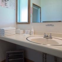 コテージ室内(洗面スペース一例)