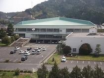 倉吉体育文化会館です。当館より徒歩2分にございます。