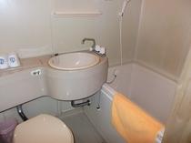 トイレ・洗面台・バスタブです。