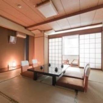 1階に大浴場あり!和室8畳広縁付