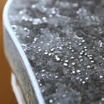 太古の化石海水が含まれた源泉かけ流しの湯