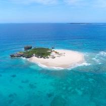 透明度の高い海と白い砂浜に感動!無人島のコマカ島♪