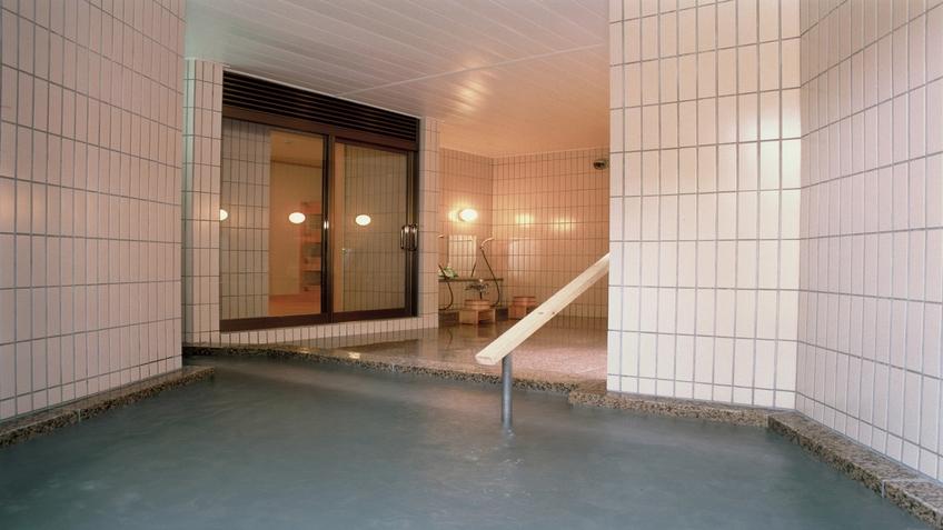 女子大浴場(2)