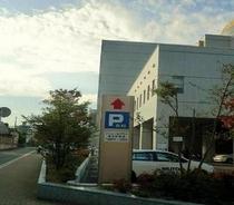屋外駐車場(東側、15台)