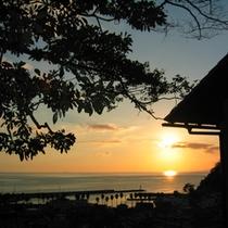 【駿河の海を見下ろす高台の離れ家】