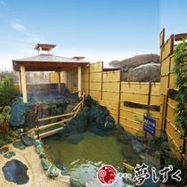【蛍の湯】滝のように流れる温泉