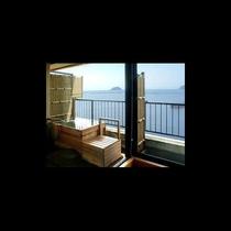 307客室の露天風呂から見える竹生島の眺め