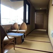 一階客室前の廊下も畳敷き