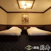 【メゾネット洋館風】〜浪漫館(ROMANKAN)〜寝室(ツイン)