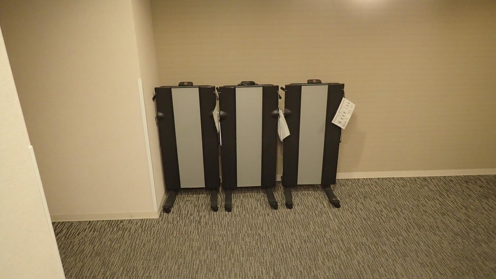 ズボンプレッサー(各階のエレベーターホールにご用意しております)数に限りがございます。
