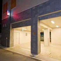 ■ホテル駐車場入口