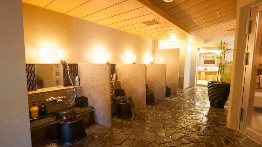 ■男性大浴場カラン(洗い場7つ)