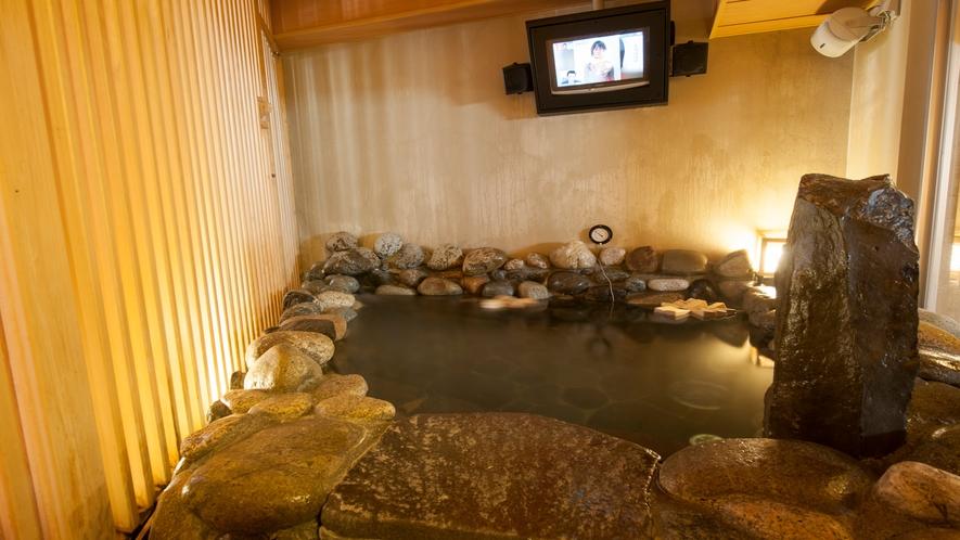 ■女性大浴場(岩風呂)TV付き(湯温41~42℃)