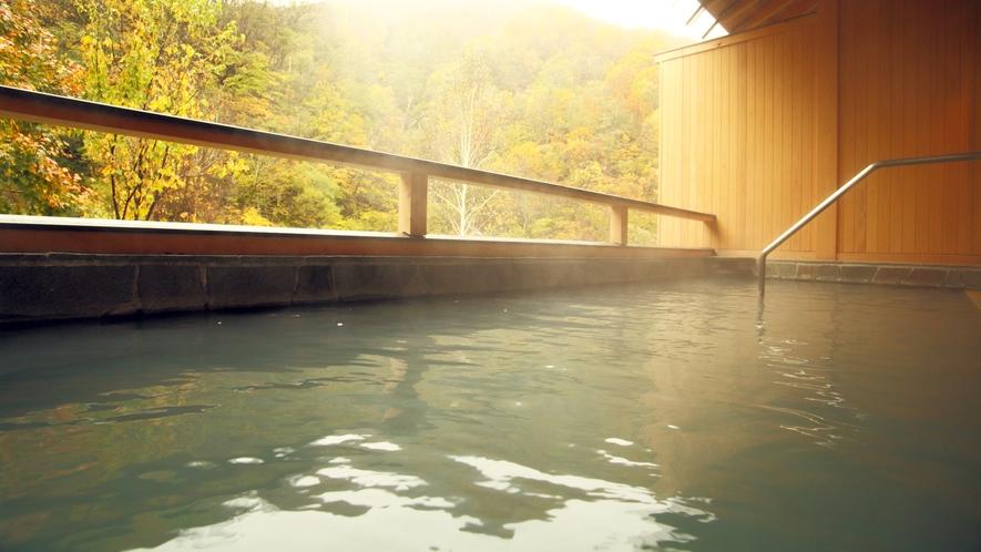 *露天風呂(女湯)/2017年新築の露天から山深い大自然と清流の音色をお楽しみいただけます。