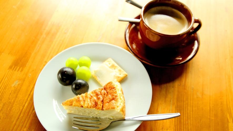 *山田牧場 (当館からお車で15分)見晴茶屋では自家製チーズケーキセットが大人気!