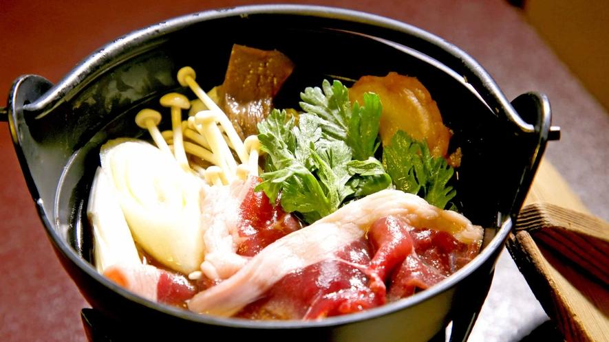 *お夕食/肉料理一例。ジューシーな豚肉から高たんぱく低カロリーしし鍋等自慢の1品を。