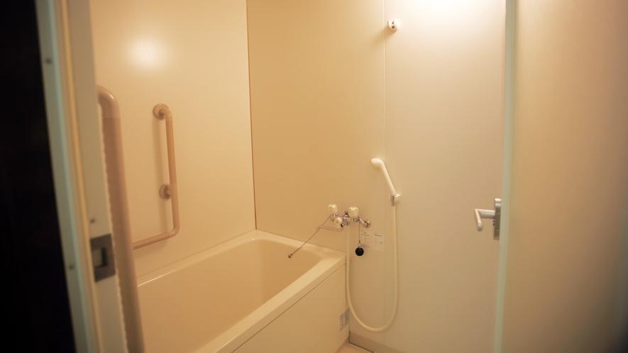*新館和室(バス・トイレ付)新館のお部屋にはお風呂も備わっております。