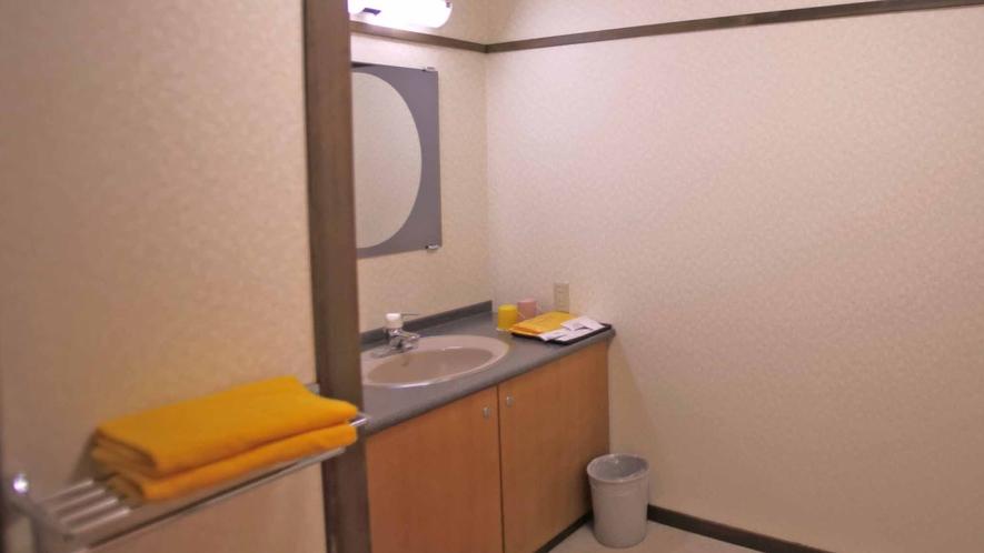 *新館和室(バス・トイレ付)新館のお部屋は洗面・お風呂・トイレが全て別々の広めな作りとなっております