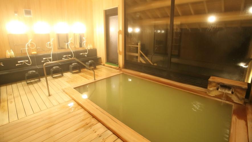 *2017年新築 温泉棟/大浴場内湯:新しい檜の浴槽は香り高久温泉との相性がとても良いです