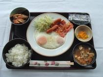 朝食例(ベーコンエッグ定食)