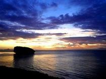 【周辺】お隣のアカバカビーチからの夕焼け!