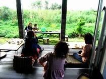 【ご朝食】風来荘のお客様♪カフェスペースでのノンビリ朝食風景!