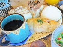 【ご朝食】お腹いっぱい!毎日色んな種類のパンが食べられます☆