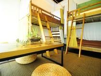 【4人部屋(2段ベッド×2)】二段ベッドですが、おしゃれな空間に仕上げています♪