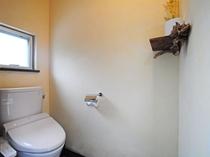 【8人部屋(二段ベッド×4)】別棟にある8人部屋専用のトイレをご利用ください。