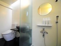 【和室・4人部屋】清潔感のあるトイレ&シャワースペース